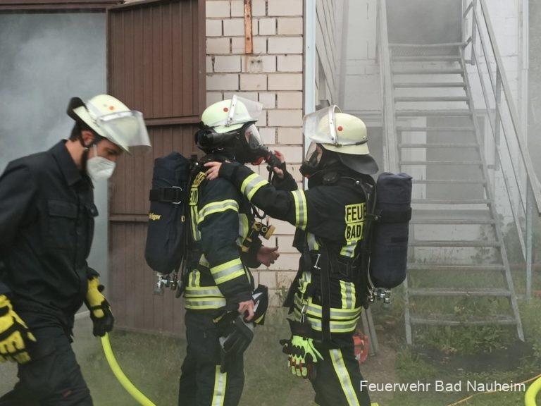 Read more about the article Feuer in Werkstattgebäude mit vermissten Personen