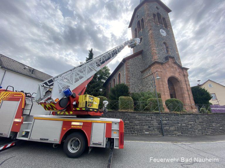 Read more about the article Drehleiterübung am Kirchturm